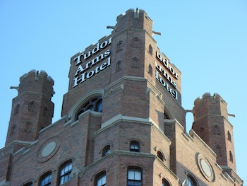 The Tudor Arms Cleveland - a DoubleTree by Hilton