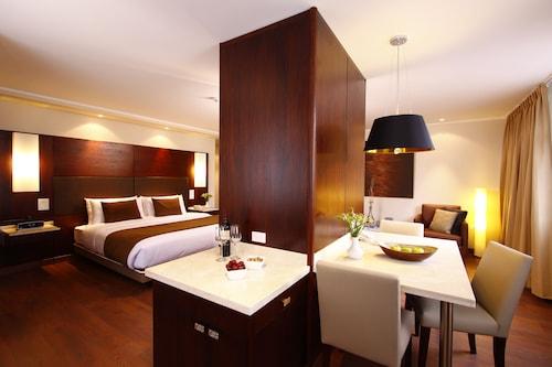 . Hotel Reina Isabel