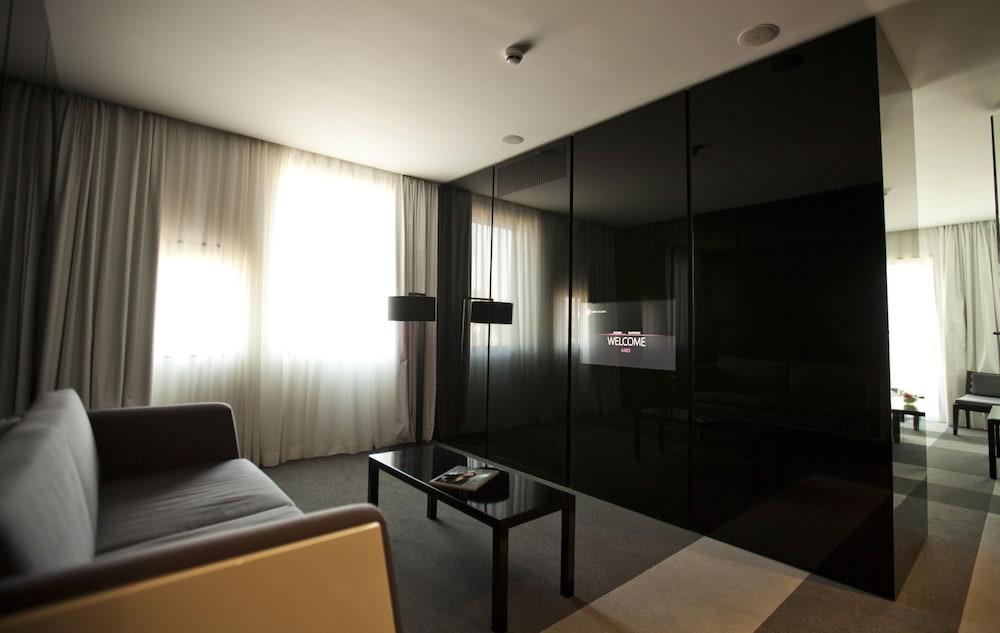그래피티 갤러리 디자인 호텔(Graffit Gallery Design Hotel) Hotel Image 19 - Living Area