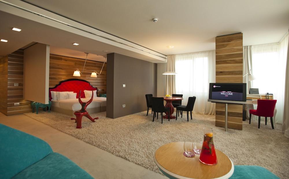 그래피티 갤러리 디자인 호텔(Graffit Gallery Design Hotel) Hotel Image 18 - Living Area