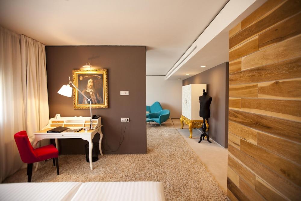 그래피티 갤러리 디자인 호텔(Graffit Gallery Design Hotel) Hotel Image 17 - Living Area