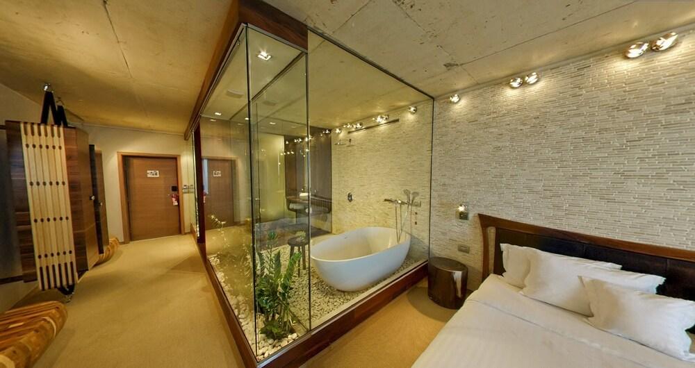 그래피티 갤러리 디자인 호텔(Graffit Gallery Design Hotel) Hotel Image 27 - Bathroom