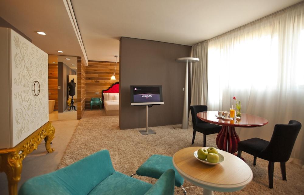 그래피티 갤러리 디자인 호텔(Graffit Gallery Design Hotel) Hotel Image 16 - Living Area