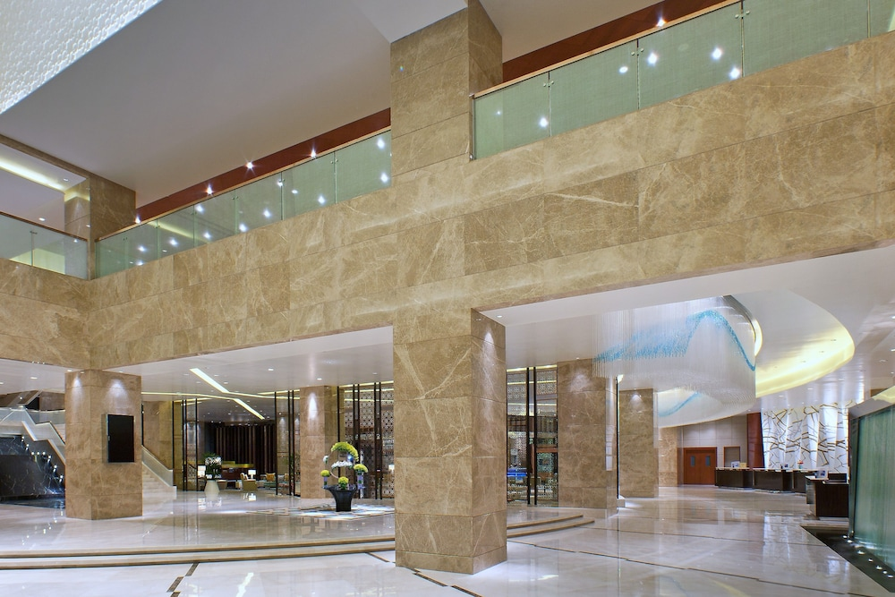 쉐라톤 그랜드 방갈로르 호텔 앳 브리게이드 게이트웨이(Sheraton Grand Bangalore Hotel at Brigade Gateway) Hotel Image 2 - Lobby