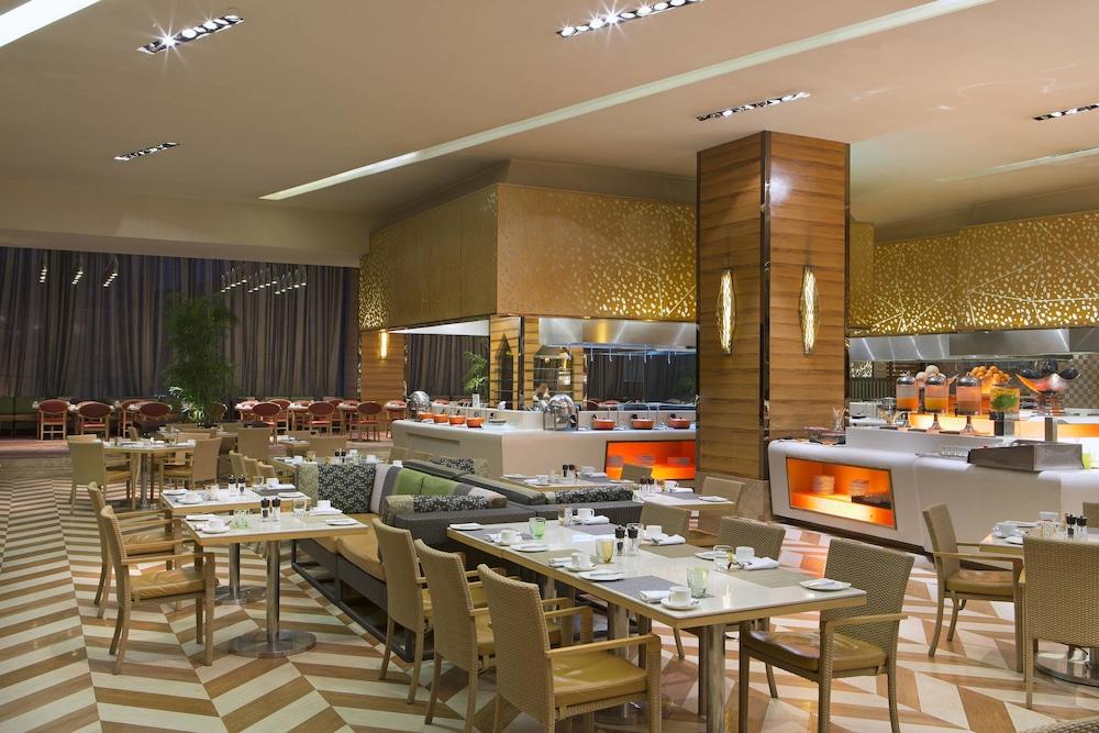쉐라톤 그랜드 방갈로르 호텔 앳 브리게이드 게이트웨이(Sheraton Grand Bangalore Hotel at Brigade Gateway) Hotel Image 45 - Restaurant