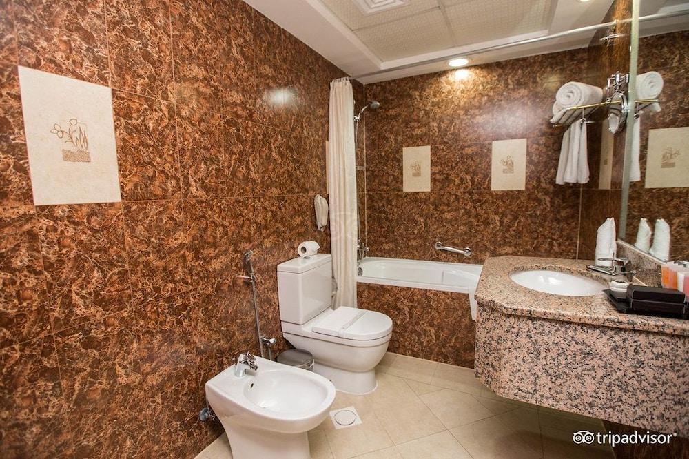 그랜드 센트럴 호텔(Grand Central Hotel) Hotel Image 19 - Bathroom