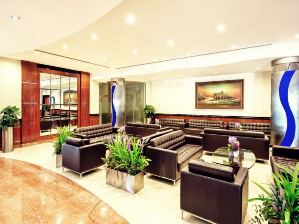 그랜드 센트럴 호텔(Grand Central Hotel) Hotel Image 1 - Lobby Sitting Area