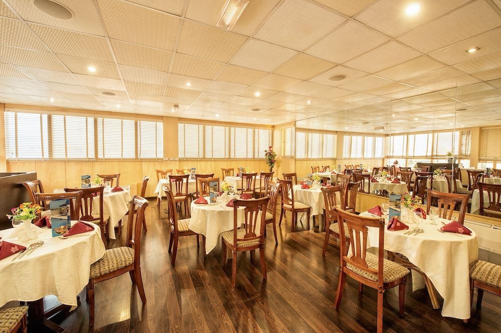 그랜드 센트럴 호텔(Grand Central Hotel) Hotel Image 34 - Restaurant