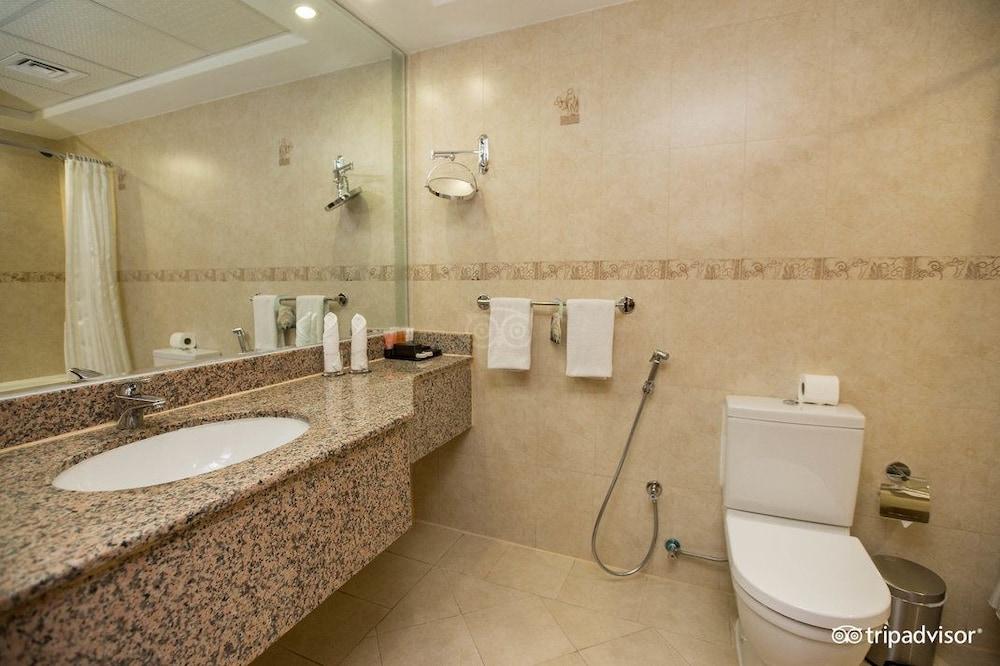 그랜드 센트럴 호텔(Grand Central Hotel) Hotel Image 20 - Bathroom