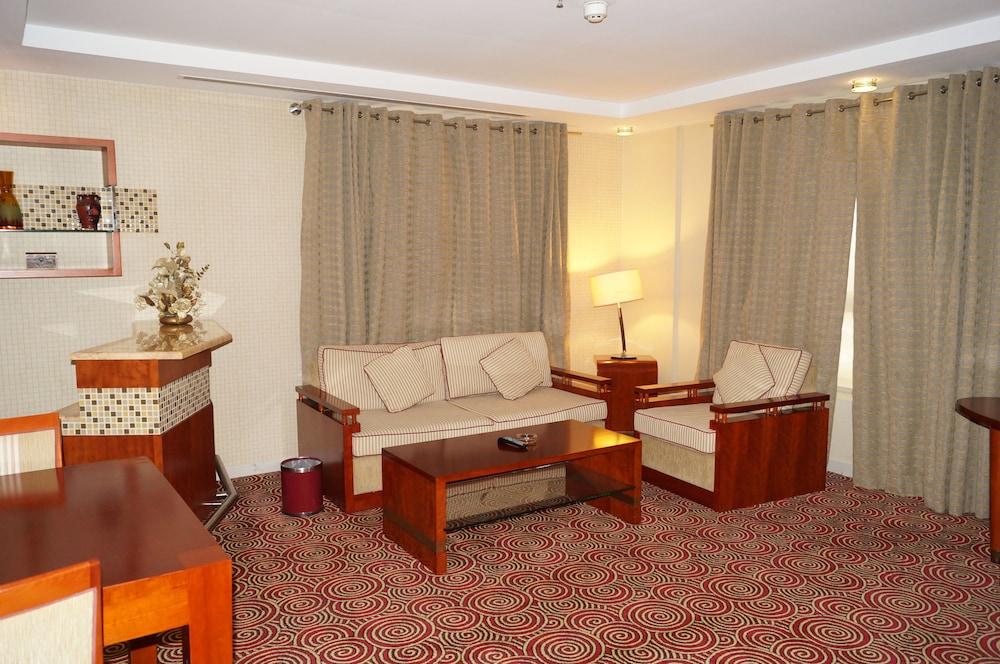 그랜드 센트럴 호텔(Grand Central Hotel) Hotel Image 16 - Living Area