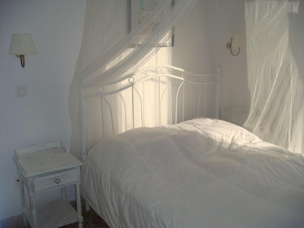 니시오티코 호텔(Nissiotiko Hotel) Hotel Image 2 - Guestroom
