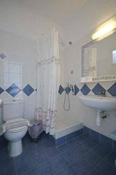 니시오티코 호텔(Nissiotiko Hotel) Hotel Image 37 - Bathroom