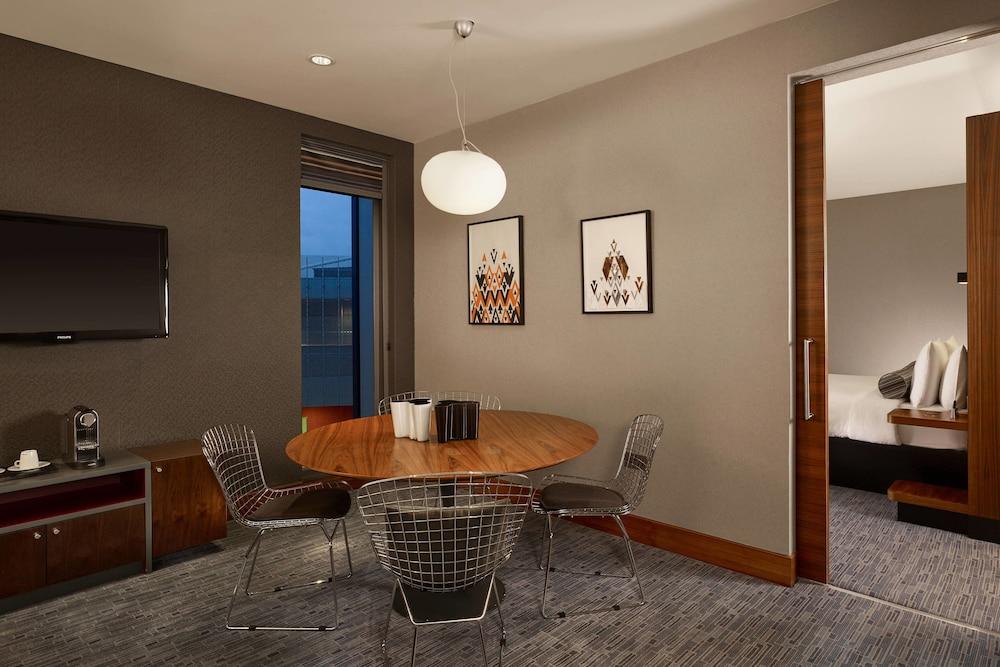알로프트 런던 엑셀(Aloft London Excel) Hotel Image 8 - Guestroom