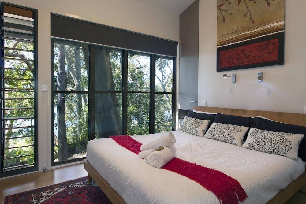 https://i.travelapi.com/hotels/5000000/4300000/4292600/4292552/889e99f8_z.jpg