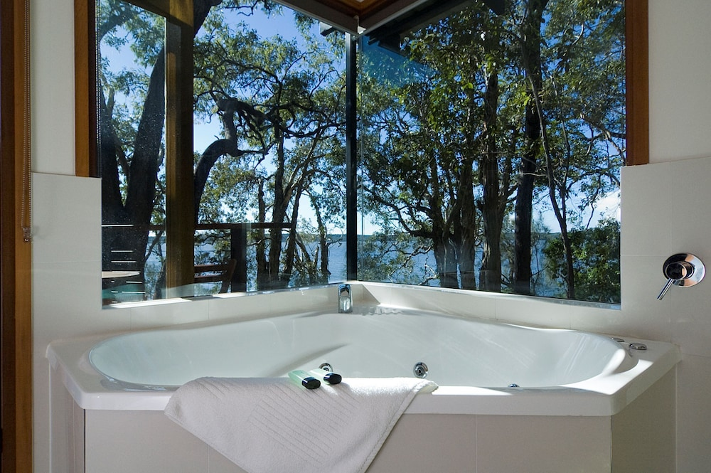 https://i.travelapi.com/hotels/5000000/4300000/4292600/4292552/b195f932_z.jpg