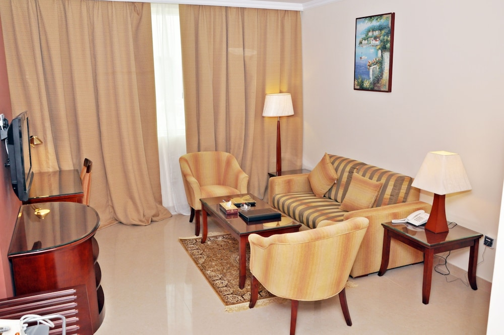 라미 로얄 호텔 아파트먼츠(Ramee Royal Hotel Apartments) Hotel Image 15 - Living Area