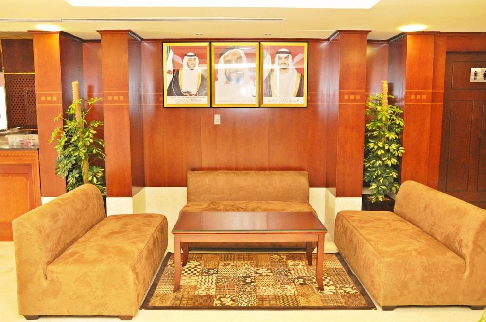 라미 로얄 호텔 아파트먼츠(Ramee Royal Hotel Apartments) Hotel Image 3 - Lobby Sitting Area