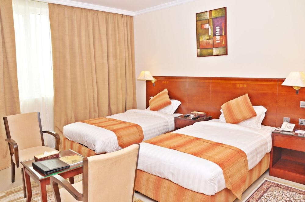 라미 로얄 호텔 아파트먼츠(Ramee Royal Hotel Apartments) Hotel Image 6 - Guestroom