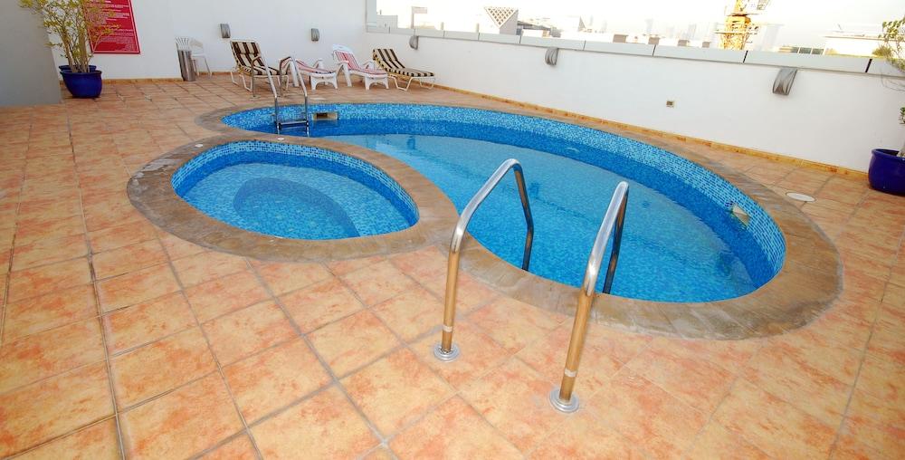 라미 로얄 호텔 아파트먼츠(Ramee Royal Hotel Apartments) Hotel Image 10 - Rooftop Pool