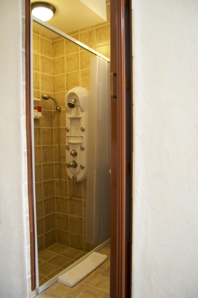 컬러스 오아시스 리조트 - 라이프스타일 인클루시브 성인 전용(Colours Oasis Resort - Lifestyle Inclusive Adults Only) Hotel Image 29 - Bathroom