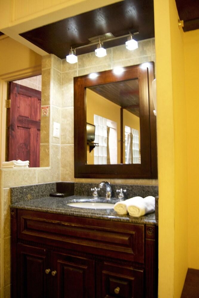 컬러스 오아시스 리조트 - 라이프스타일 인클루시브 성인 전용(Colours Oasis Resort - Lifestyle Inclusive Adults Only) Hotel Image 32 - Bathroom