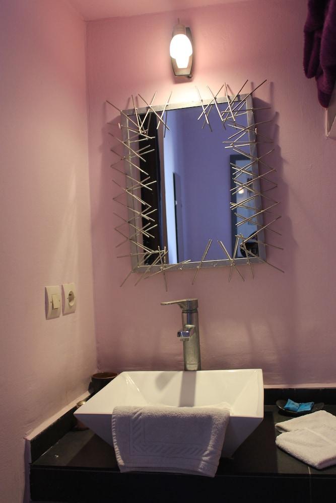 리아드 7(Riad 7) Hotel Image 28 - Bathroom Sink