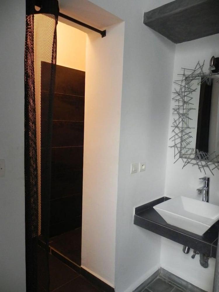 리아드 7(Riad 7) Hotel Image 25 - Bathroom Sink