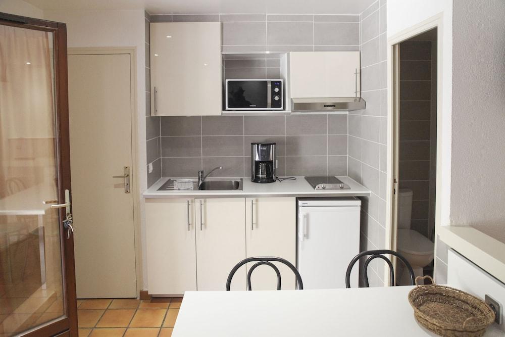 라 페르메 데 바르몽츠(La Ferme Des Barmonts) Hotel Image 12 - In-Room Kitchen