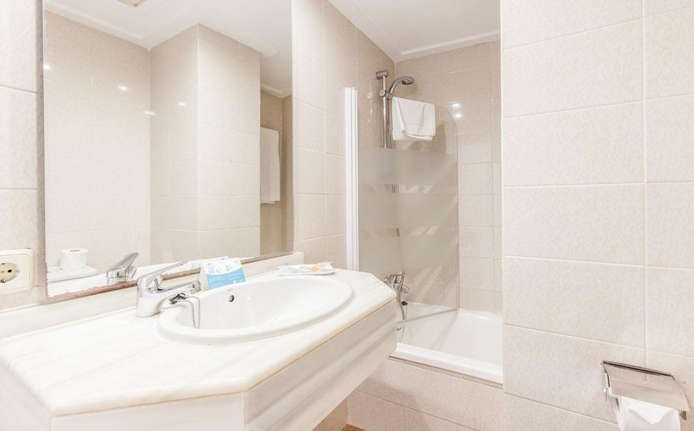 호텔 블루 시 칼라 미요르(Hotel Blue Sea Cala Millor) Hotel Image 14 - Bathroom