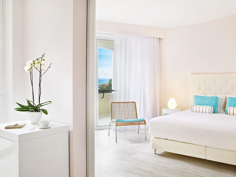 그레코텔 펠라 비치(Grecotel Pella Beach) Hotel Image 14 - Guestroom