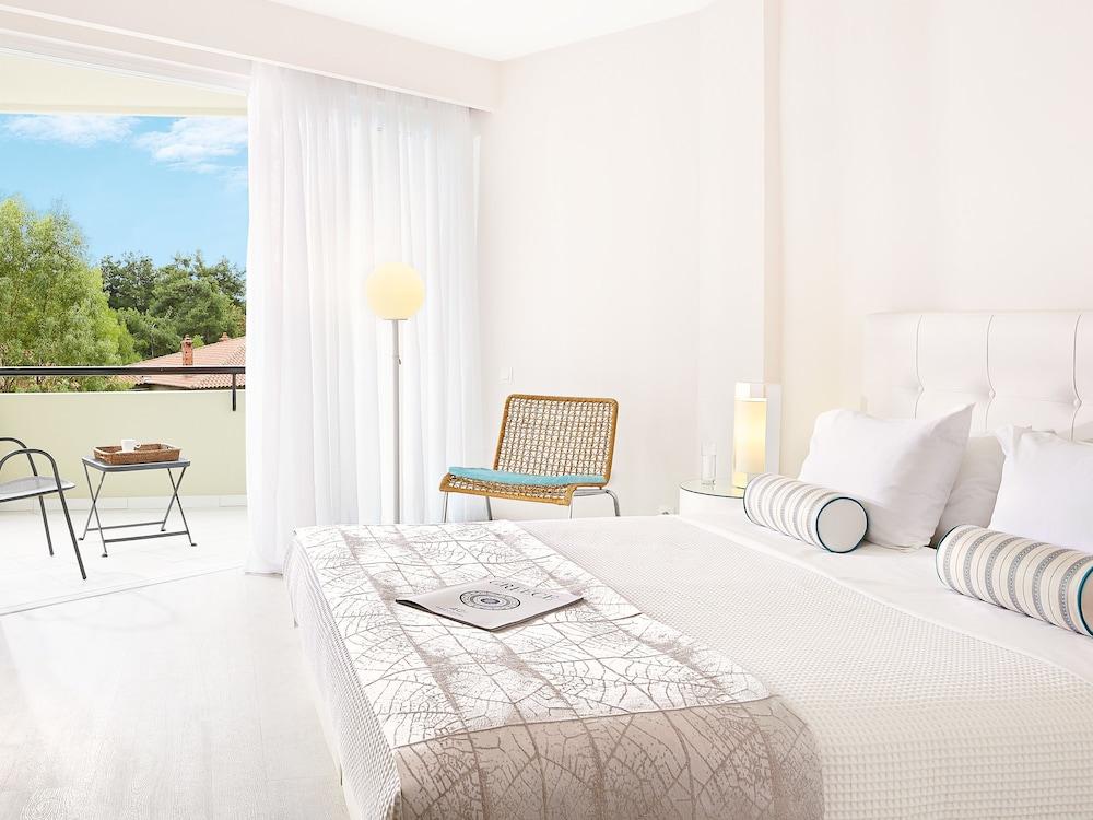 그레코텔 펠라 비치(Grecotel Pella Beach) Hotel Image 23 - Guestroom View