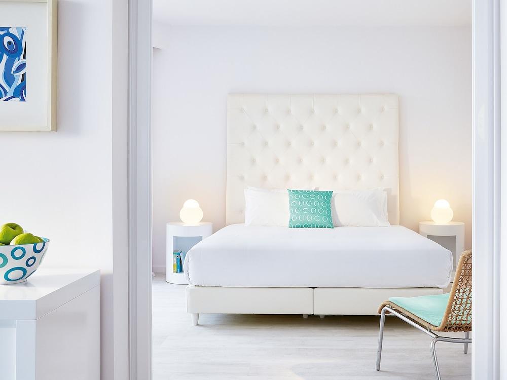 그레코텔 펠라 비치(Grecotel Pella Beach) Hotel Image 16 - Guestroom