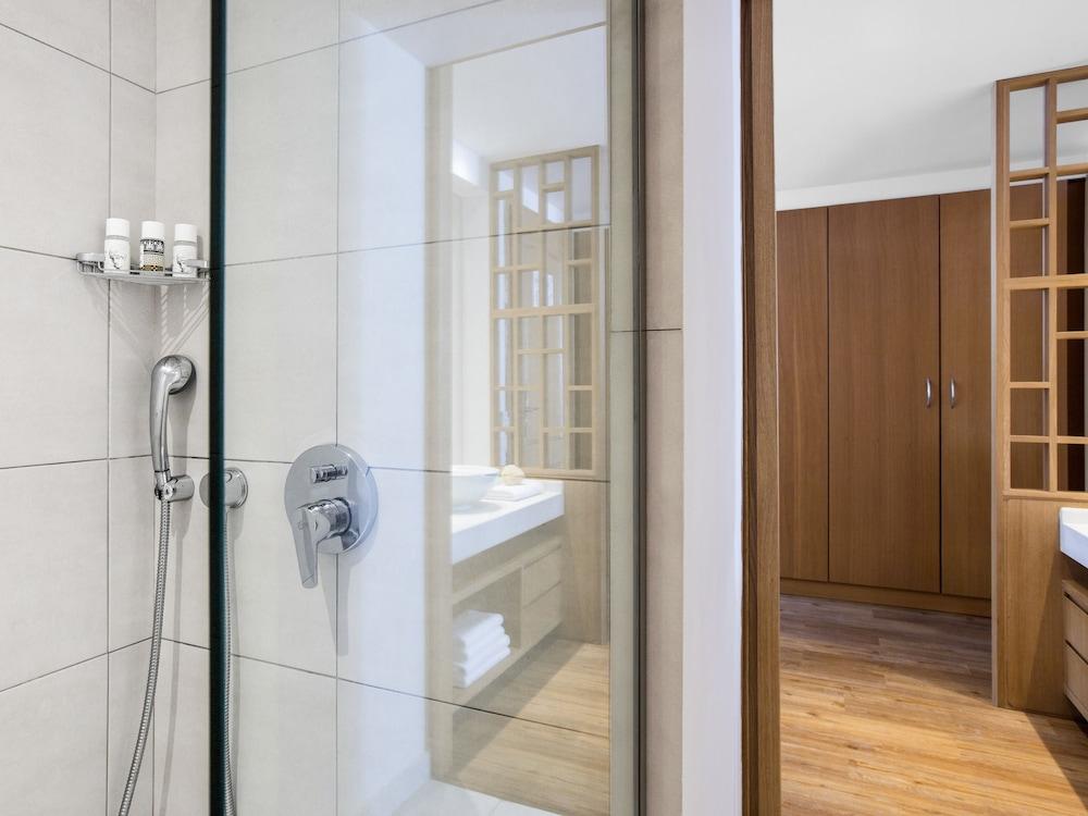 그레코텔 펠라 비치(Grecotel Pella Beach) Hotel Image 66 - Bathroom
