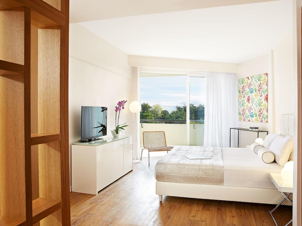 그레코텔 펠라 비치(Grecotel Pella Beach) Hotel Image 9 - Guestroom