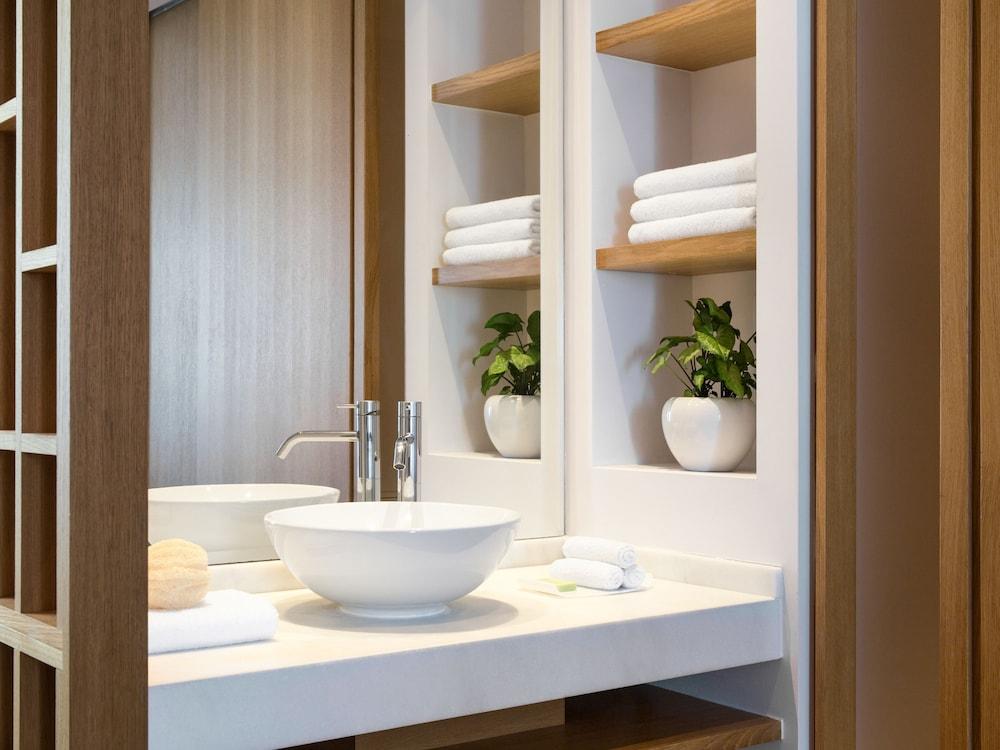 그레코텔 펠라 비치(Grecotel Pella Beach) Hotel Image 36 - Bathroom