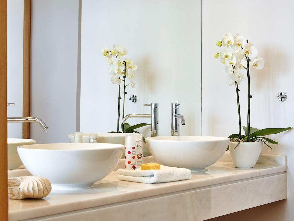 그레코텔 펠라 비치(Grecotel Pella Beach) Hotel Image 29 - Bathroom
