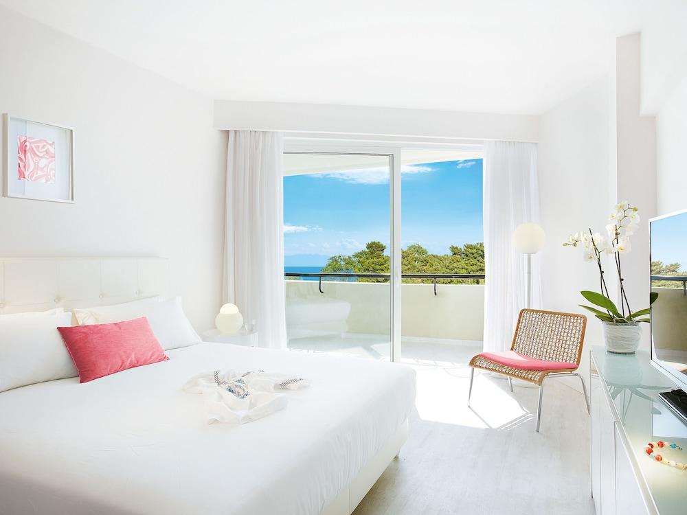 그레코텔 펠라 비치(Grecotel Pella Beach) Hotel Image 21 - Guestroom