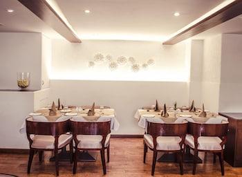 호텔 앰비언스 이그제큐티브(Hotel Ambience Executive) Hotel Image 21 - Family Dining