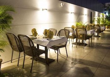 호텔 앰비언스 이그제큐티브(Hotel Ambience Executive) Hotel Image 42 - Outdoor Dining