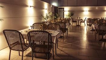 호텔 앰비언스 이그제큐티브(Hotel Ambience Executive) Hotel Image 17 - Restaurant