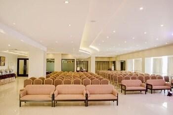 호텔 앰비언스 이그제큐티브(Hotel Ambience Executive) Hotel Image 1 - Lobby Sitting Area