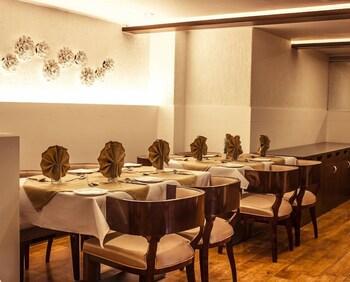 호텔 앰비언스 이그제큐티브(Hotel Ambience Executive) Hotel Image 19 - Restaurant
