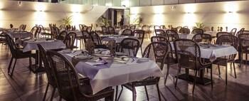 호텔 앰비언스 이그제큐티브(Hotel Ambience Executive) Hotel Image 18 - Restaurant