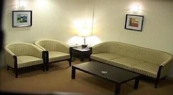호텔 앰비언스 이그제큐티브(Hotel Ambience Executive) Hotel Image 7 - Living Area