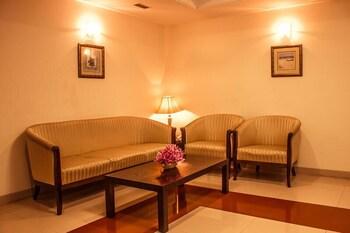 호텔 앰비언스 이그제큐티브(Hotel Ambience Executive) Hotel Image 2 - Lobby Sitting Area