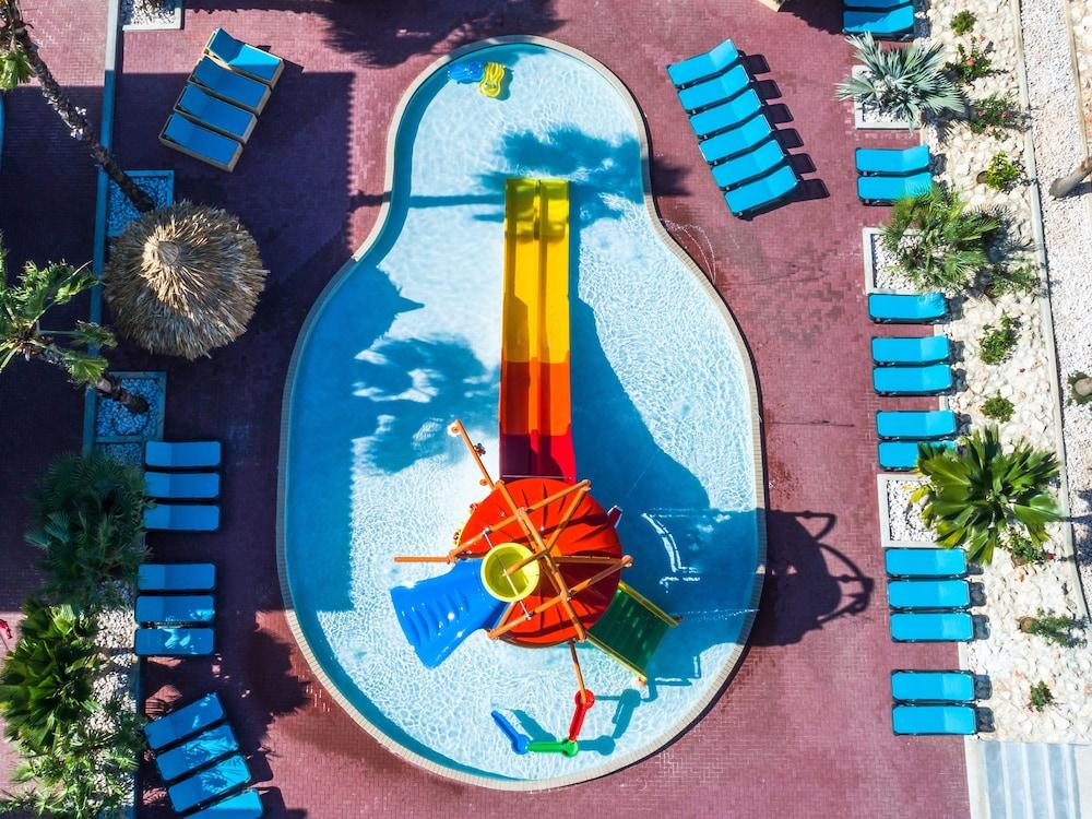 쿠누쿠 아쿠아 리조트 - 올인클루시브(Kunuku Aqua Resort - All Inclusive) Hotel Image 43 - Waterslide