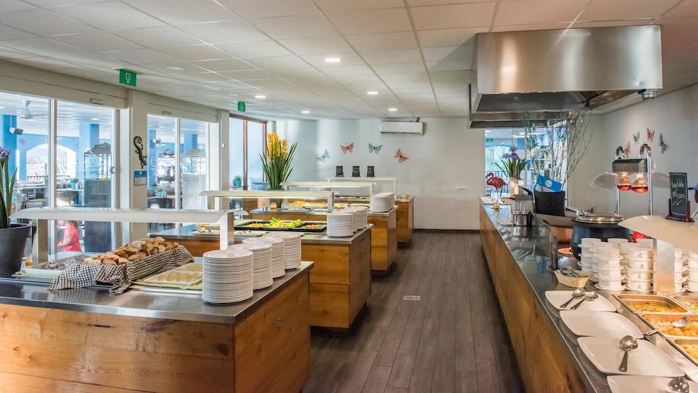 쿠누쿠 아쿠아 리조트 - 올인클루시브(Kunuku Aqua Resort - All Inclusive) Hotel Image 64 - Food and Drink