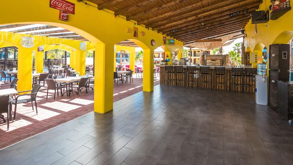 쿠누쿠 아쿠아 리조트 - 올인클루시브(Kunuku Aqua Resort - All Inclusive) Hotel Image 92 - Outdoor Dining