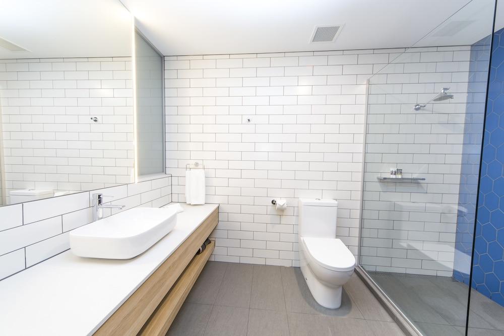 메르큐르 멜버른 캐롤라인스프링스(Mercure Melbourne Caroline Springs) Hotel Image 26 - Bathroom