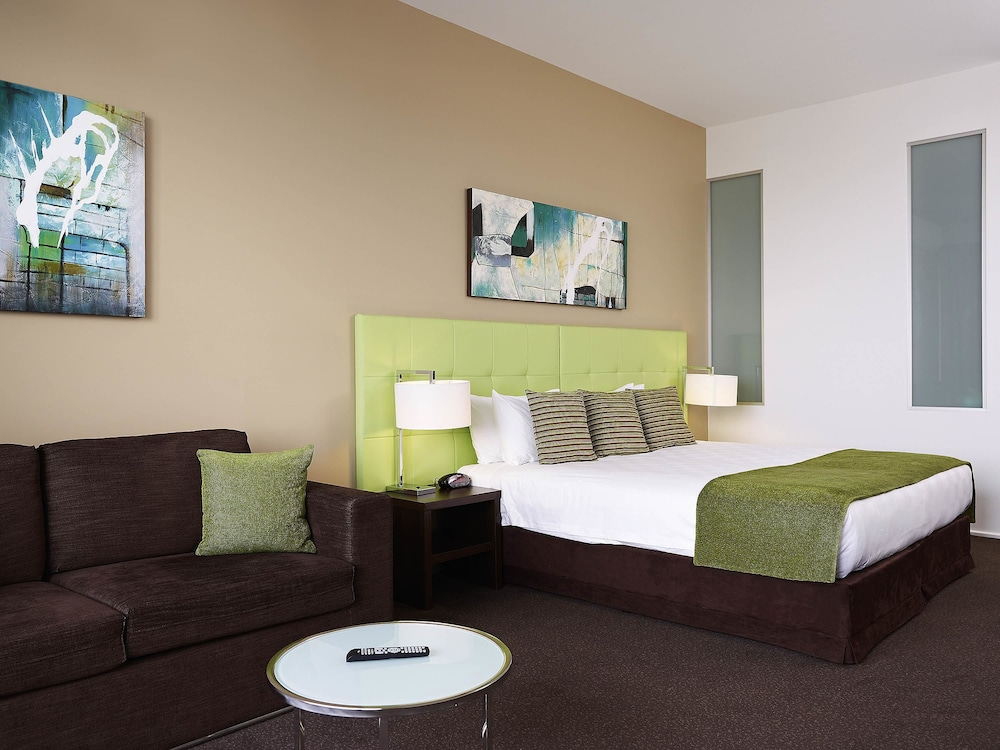 메르큐르 멜버른 캐롤라인스프링스(Mercure Melbourne Caroline Springs) Hotel Image 15 - Guestroom